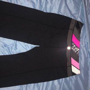 Lulu lemon groove pants. Reversible. Size 6